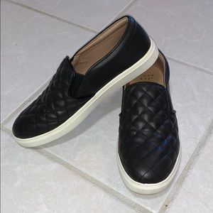 A NEW DAY BLACK SNEAKERS SIZE 8.5
